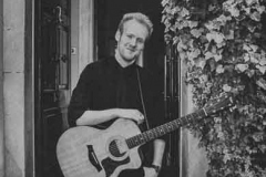 Acoustic-Ash-Solo-Acoustic-Guitarist-Hire-Bristol-and-Somerset-5